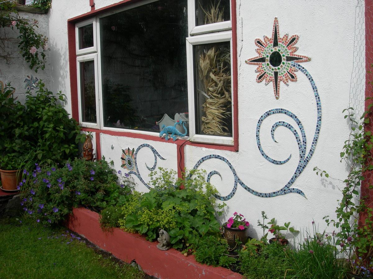 Garden scrolls
