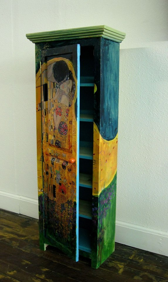 Klimt Kiss cabinet- small (detail)