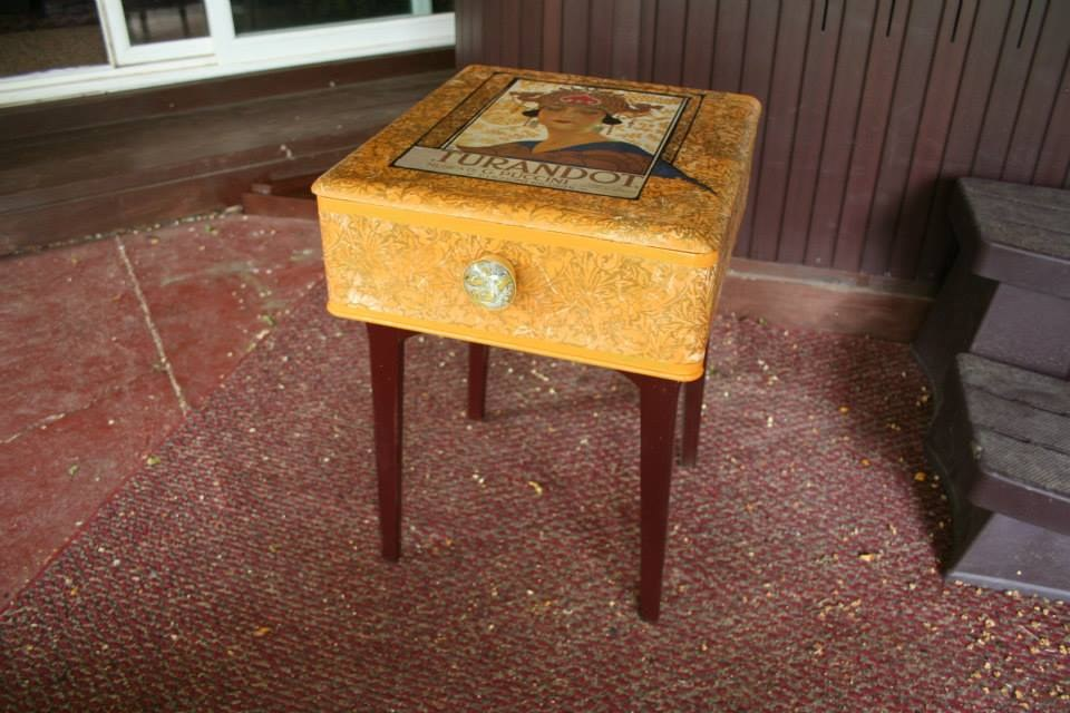 Opulent Opera side table